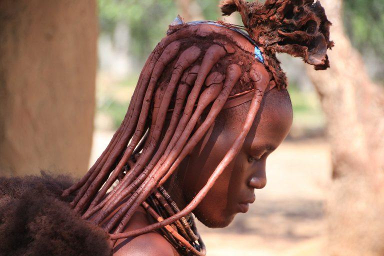 Himba tribuko emakumea